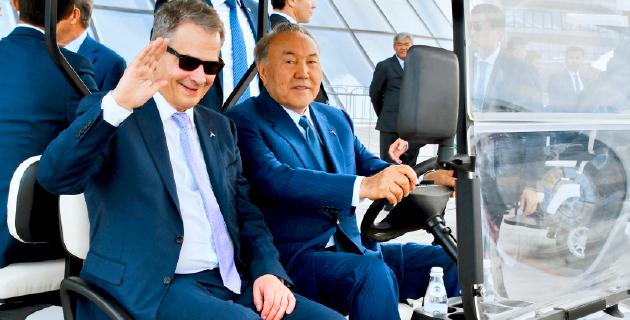 Sauli Niinistö ja Kazakstanin presidentti Nursultan Nazarbajev