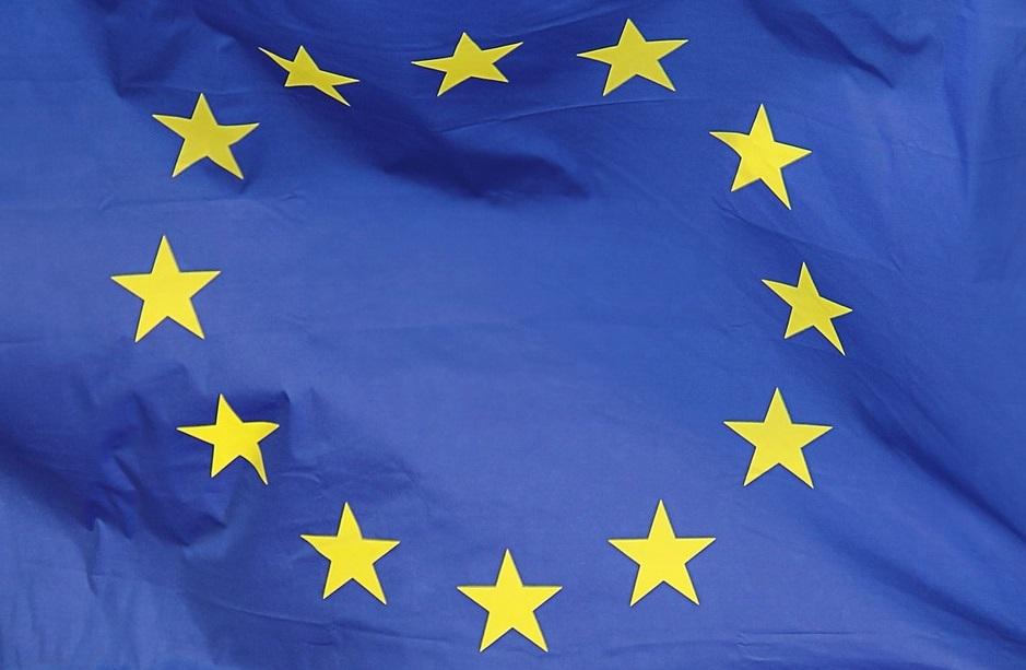 EU:n lippu, keltaiset tähdet ympyrässä sinisellä pohjalla