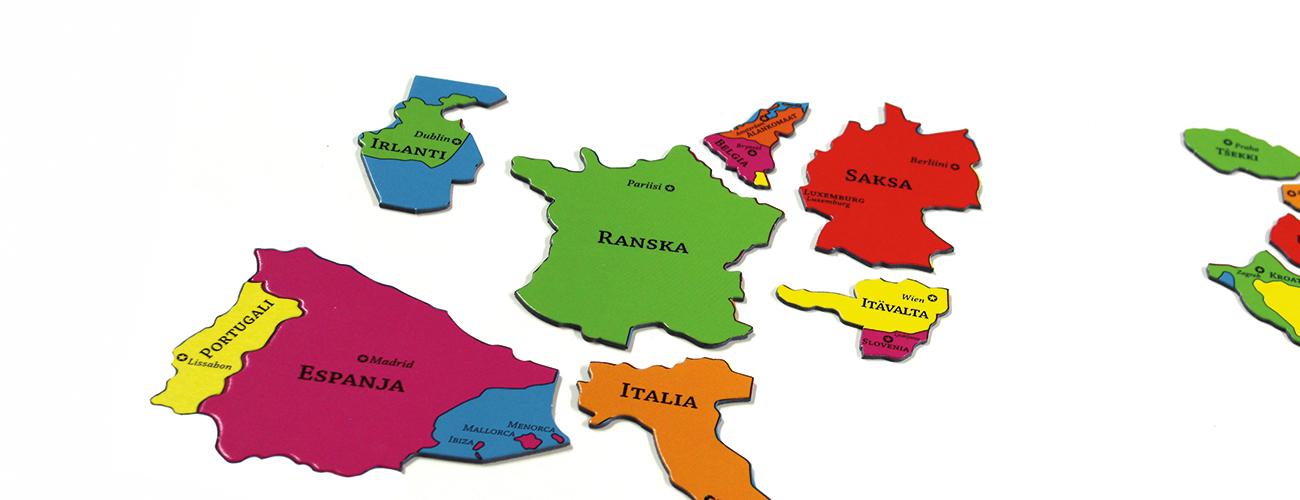 Euroopan maista muodostuvan palapelin palat pöydällä irti toisistaan.