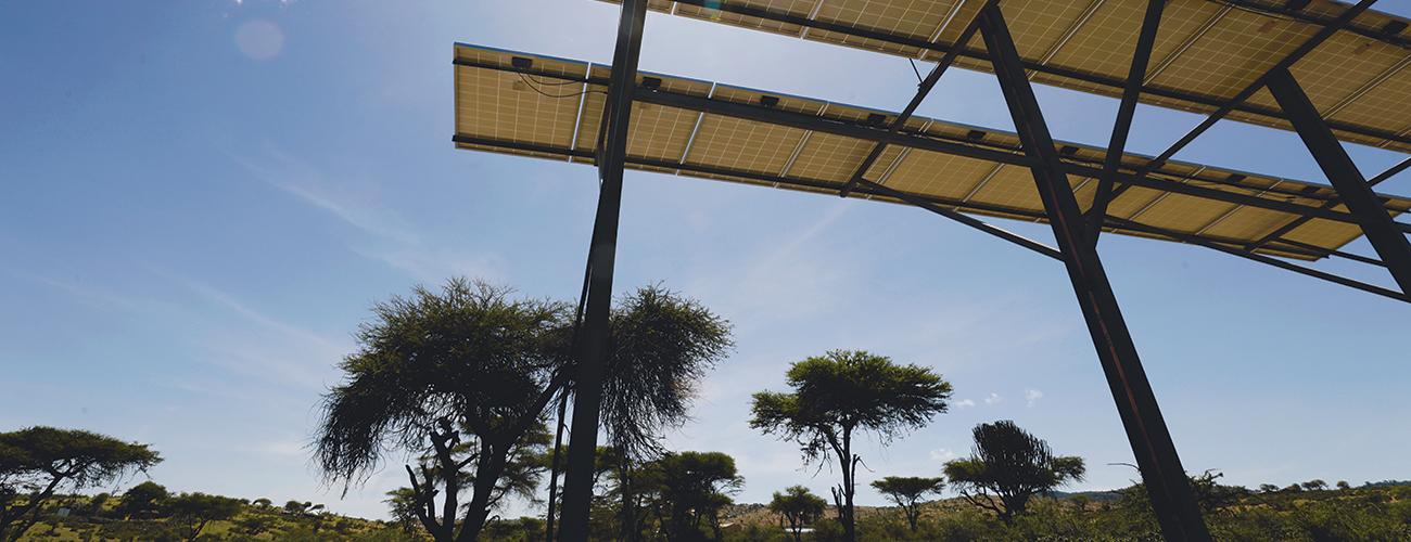 Telineeseen kiinnitetty aurinkopaneeli