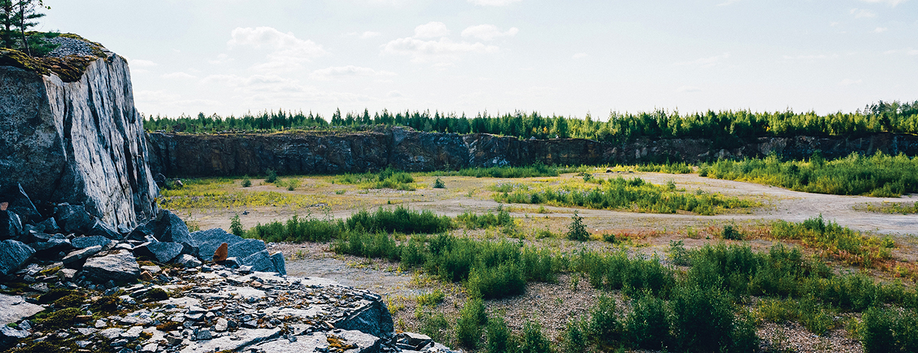 Tyhjä soramonttu, johon oli tarkoitus rakentaa Finnpulpin biotuotetehdas.
